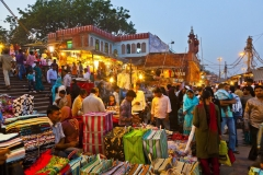 Meena-Bazaar-in-front-of-Jama-Mashid-mosque-in-Delhi-India