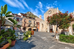 Sic7_taormina-piazza-del-duomo