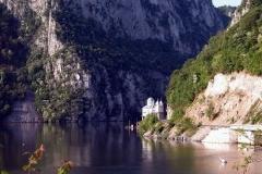 Danube-Djerdap-Gorge-4-500x375